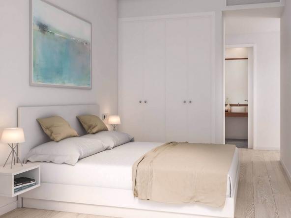 Dormitorio amplio y luminoso con cama de matrimonio